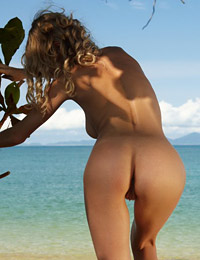 Naughty electra in paradise