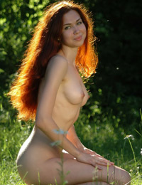 Redhead hottie poses naked in the nature