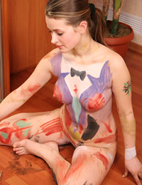 Nice body painting by naked babe