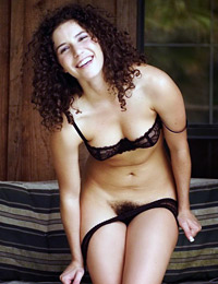 Come and check her amazing body curves